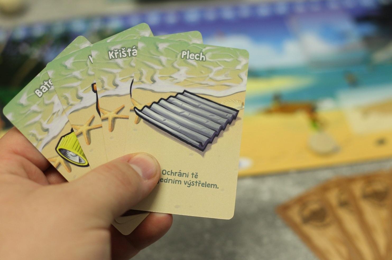 Počas hry si môžete pomáhať kartami predmetov (Foto: PoP-Cult Magazín)