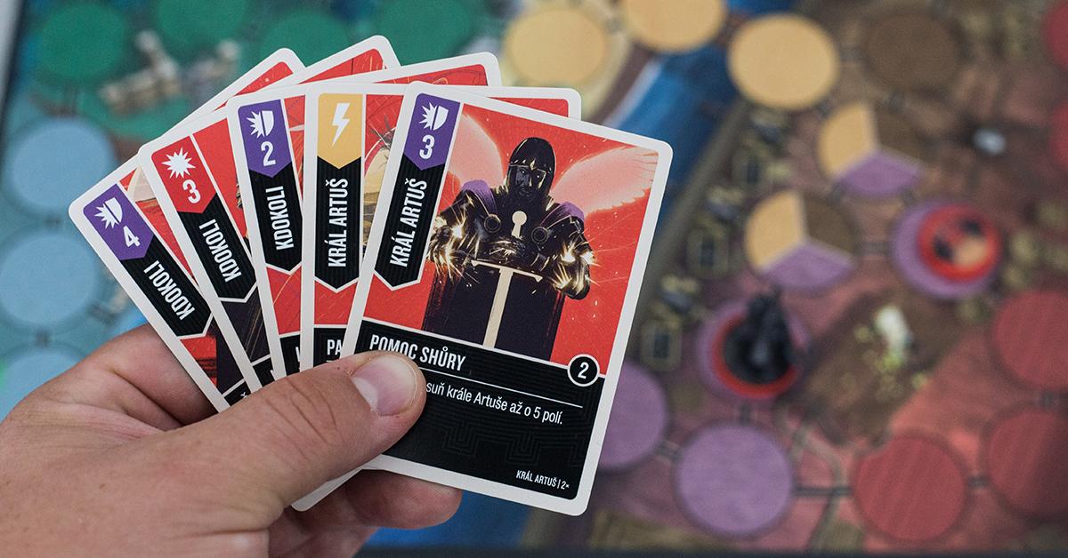 Karty vám umožňujú útočiť aj brániť sa (Foto: PoP-Cult Magazín)