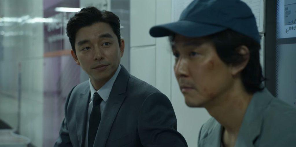 Ponuku od neznámeho muža (vľavo) nakoniec Gi-Hun (vpravo) príjme (Foto: googler.my)
